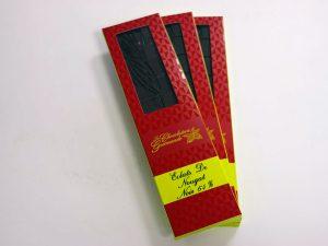 Tablette de chocolat noir 64% éclats de nougat